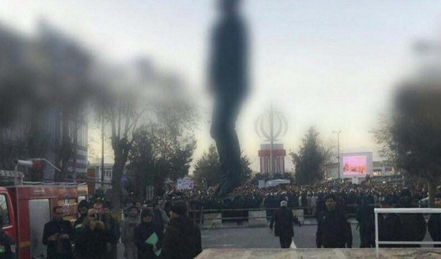 Iran: Prisoner Executed In Public (18+)