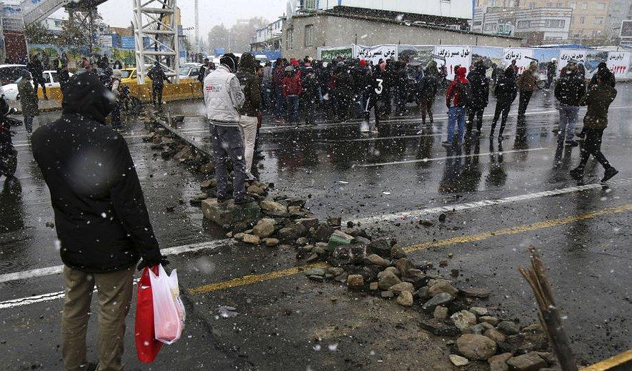 دستگیری های گسترده فعالان مدنی و شرکت کنندگان در اعتراضات اخیر؛ خطر شکنجه و اعدام