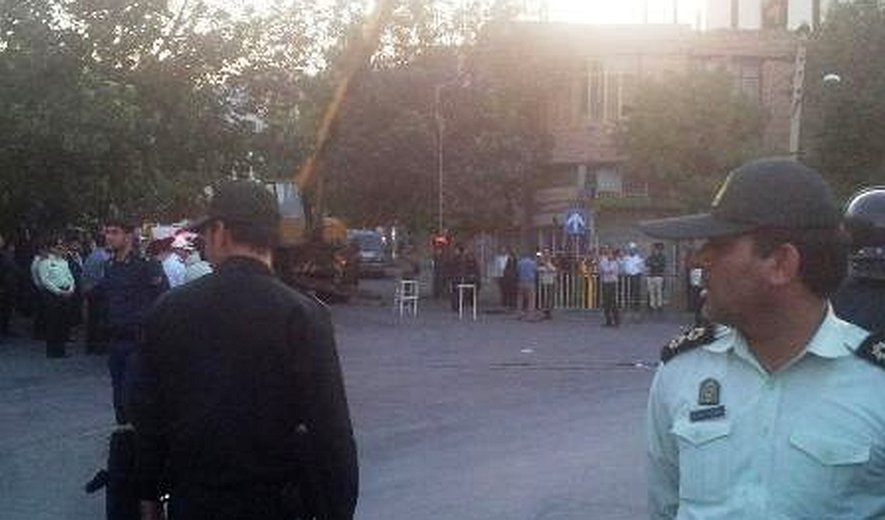 Iran: Unidentified Prisoner Hanged in Public on Murder Charges